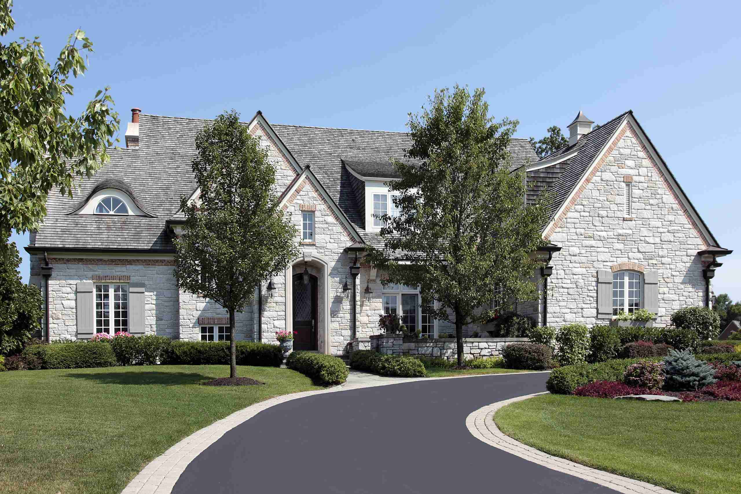 Advantages of Sealcoating your Driveway